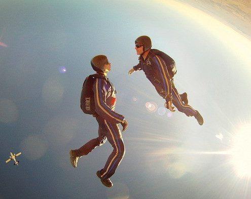 Saut en parachute à deux